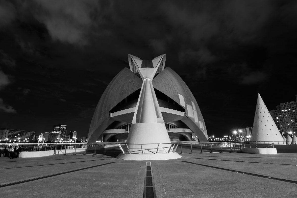Miasto Sztuki i Nauki w Walencji: zdjęcia nocą