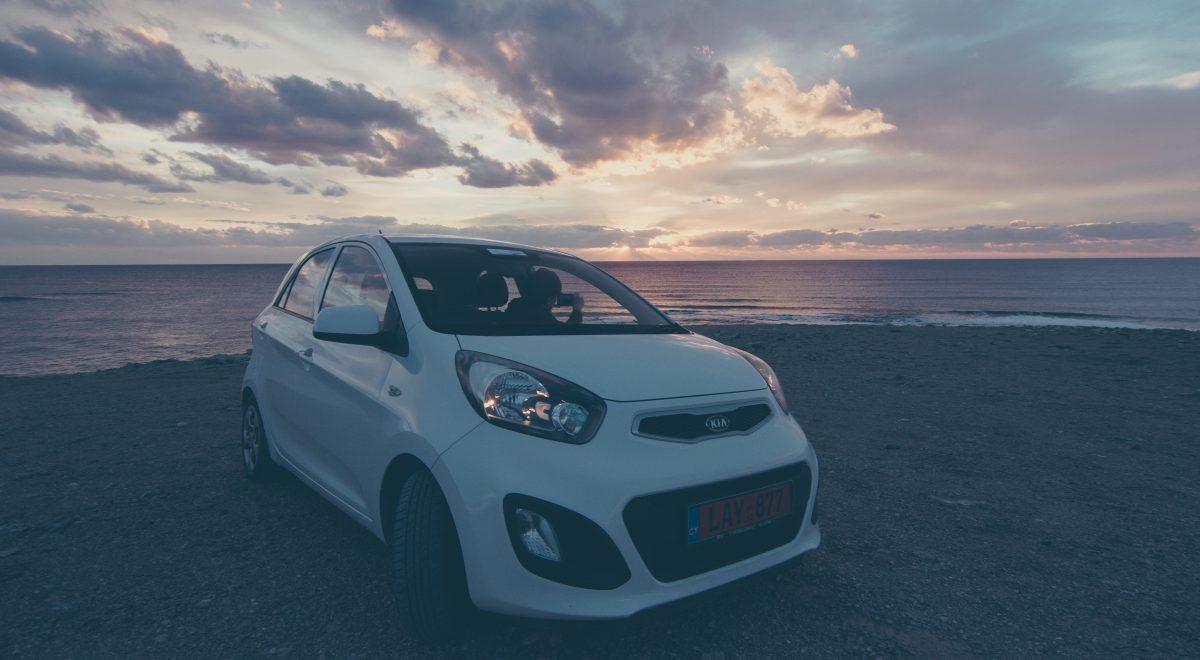 Wypożyczenie i jazda samochodem na Cyprze